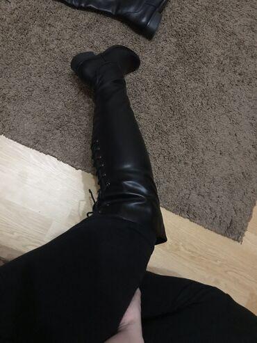 Cizme nove. iznad kolena. prelepo stoje. unutra su postavljene. i