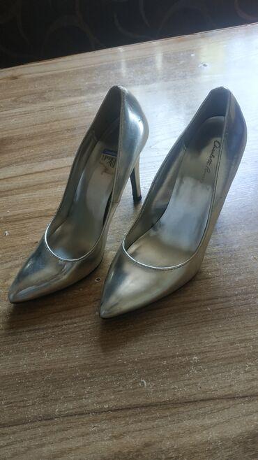 Продам туфли новые. Серебряного цвета. Размер 37. Небольшой торг