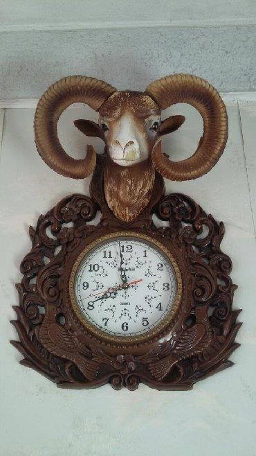 taxta manej - Azərbaycan: Divar saatı.2000- ci ilin saatıdır.Alt hissəsi təmiz taxtadır Baş və