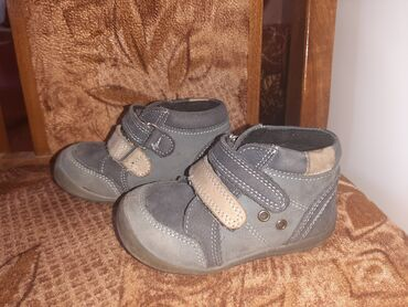 Br.20 samo jednom dete obulo.Perlina cipelice