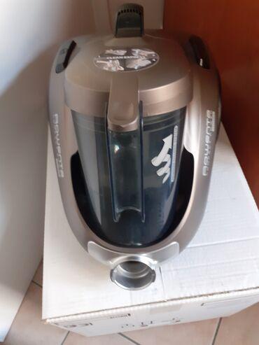 Usisivac Rowenta, kao nov, sa crevom, papucicama i turbo cetkom