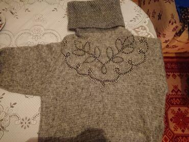 Kök qadınlar üçün bədən yığan alt paltarları - Azərbaycan: Yun kofta satılır. Boğazlığından papaq kimi istifadə etmək olar. Təmiz