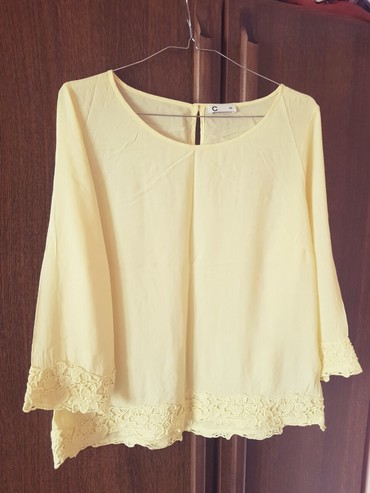 Prelepa potpuno nova bluza bledo zute boje, vrlo prijatna, velicina - Crvenka