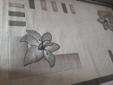 Продам ковер в отличном состоянии. Размер 2.5×4.Только после