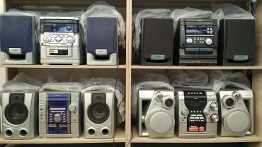 Продаю музыкальные центры как усилитель аукс недорого есть еще другие в Бишкек
