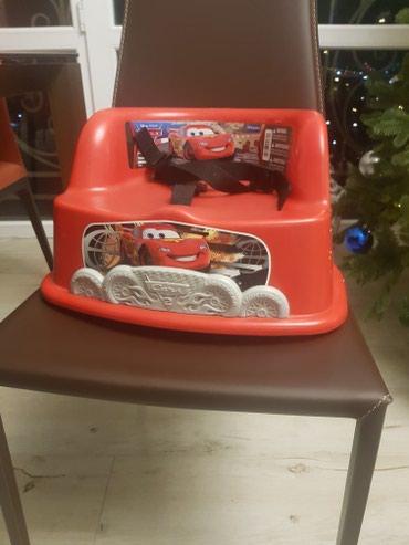 Продаю детский стульчик на стуле MacQueen. 500 сом. Очень удобный