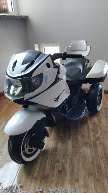Детские электрокары - Кыргызстан: Продаю детский мотоцикл. На аккумуляторе. Нет зарядки потеряли