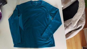 Sportska bluza. Velicina L - Cuprija