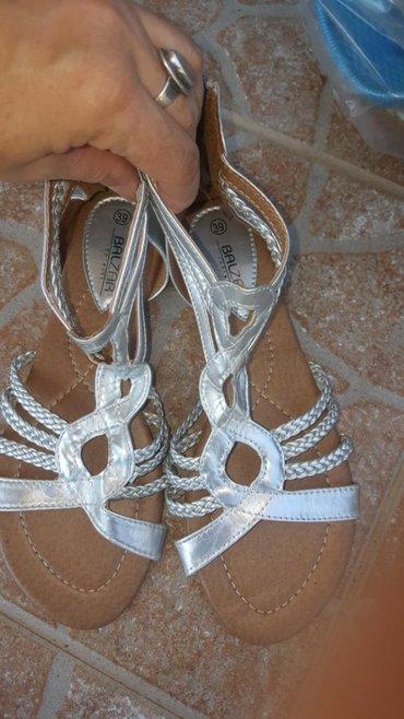 Nove ne nosene srebrne sandale