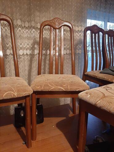 Комплекты столов и стульев - Кыргызстан: Продаю 2 стола,длина стола 5 метровширина 2 метра и 12 стульев (10 в