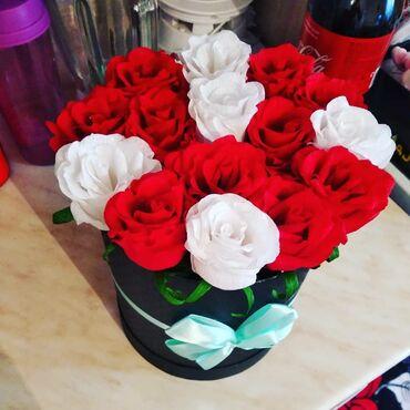 Товары для праздников - Кыргызстан: Продаются цветы ободки ручной работы.цены разные