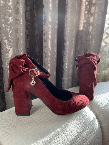 Телефоны из китая - Кыргызстан: Продаются замшевые туфли Emma фабричный Китай, надеты были один раз