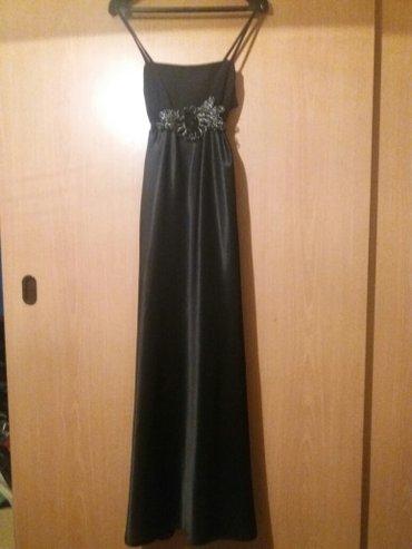 Ispod grudi secena - Srbija: Novo svecana haljina od kamene svile lepo pada i neguzva se. Ispod