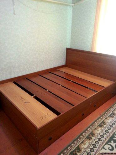 Двуспальная кровать в хорошем состоянии с матрасом в Бишкек