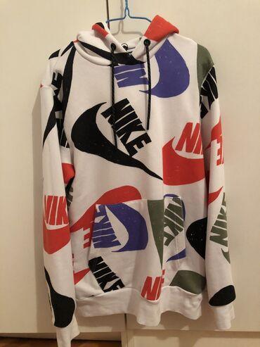 Duks velicina m - Srbija: Nike duks.Nenosen.Ali skinuta etiketa jer je trebao da se nosi.Veci