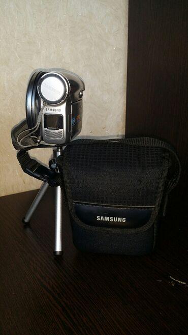 Штатив для видеокамеры - Кыргызстан: Продаю видеокамеру SAMSUNG! За любую (адекватную) цену! +Зарядное устр