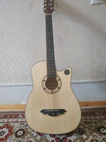 gitara akustik - Azərbaycan: Akustik gitara yaxşı vəziyyətdə.Klasik qoyaraq ilə barter etmek mümk