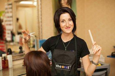 Срочно требуется парикмахер - старше 18 лет - дружный коллектив - г в Бишкек