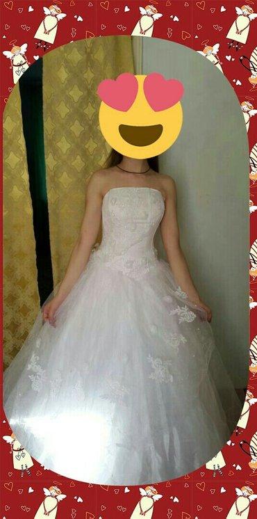 Продаю свадебное платье на корсете .Размер 42-48 на шнуровке .Очень