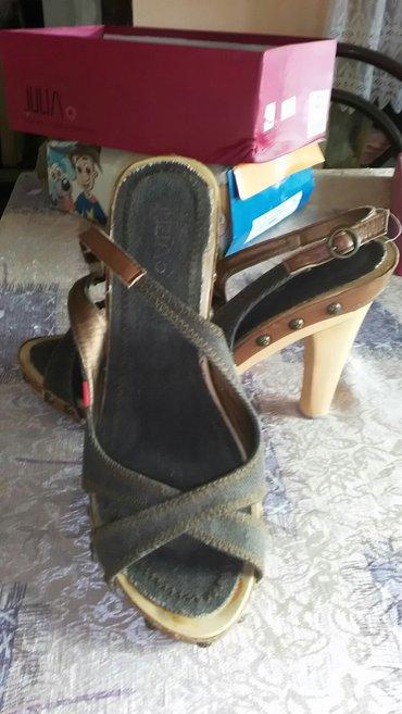 Teksas sandalice,ne nose se,kao nove,kombinacija drveta i teksasa. Bro - Zrenjanin