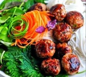 салаты и закуски на в Кыргызстан: Изысканные мировые блюда и салаты закуски на заказ . от шеф повара!