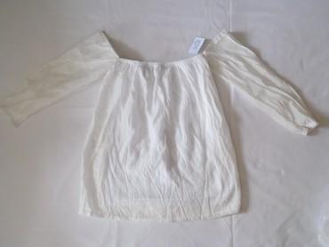Jaknica-bela-postavljena - Srbija: Nova se etiketom off shoulder bela košuljica, postavljena. Gornji deo