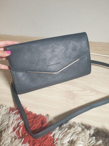 Bez torbica - Srbija: David Jones torbica, crne boje sa zlatnim dodacima. Može sa kaišem kao