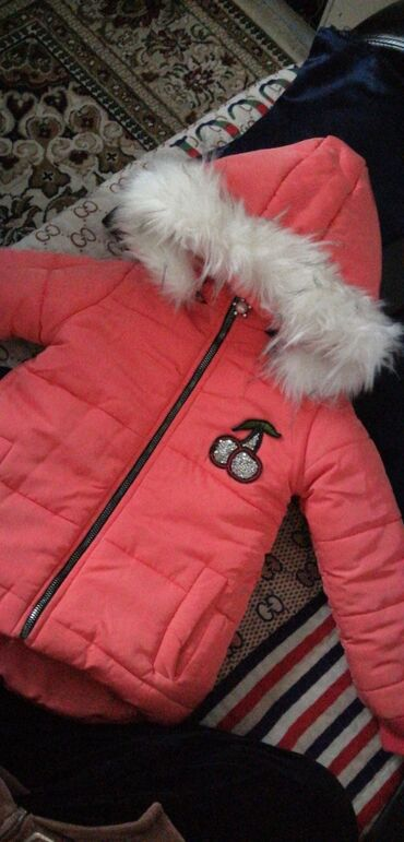 Зимняя куртка в отл састоянии 400 сом на 2-3 г