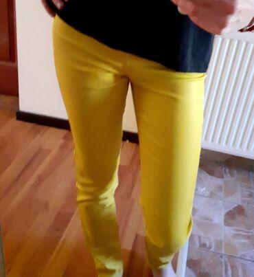 Zute pantalone kao nove !Odgovaraju broju 34/36Nemaju nikakvih