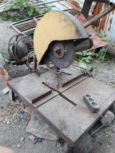 Находки, отдам даром - Бишкек: Продам маятниковую пилу (отрезной)Движок мощный!Только ножки нужно