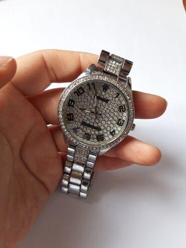 Продам серебристые часы. Новые