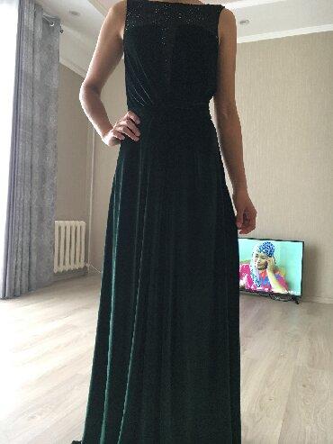 """платье из королевского бархата в Кыргызстан: Продаю!Платье «Versace"""" изумрудного цвета длина в пол, Ткань-"""