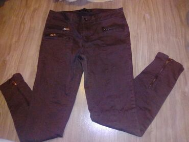 Tamno braon pantalonice nošene samo jednom, nemaju oštećene, imaju na