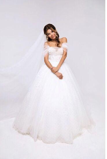 Свадебные платья и аксессуары - Бишкек: Продаю свадебное платье.  Брала дорого. Один раз одевала. Срочно!!! Пр