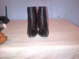 Materijal cista - Srbija: Zenske cizme broj 36 velika rasprodaja-duzina gazista je 23 cm.-