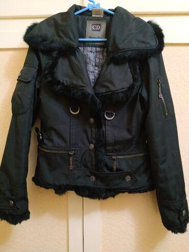 Куртка деми оригинал размер 46 в отличном состоянии короткая