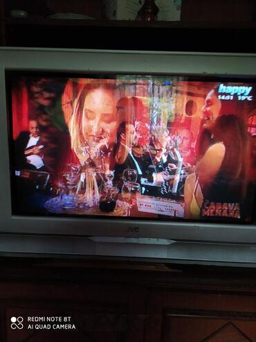 JVC TV silver boje,velicina ekrana 32inca,koriscen u odlicnom