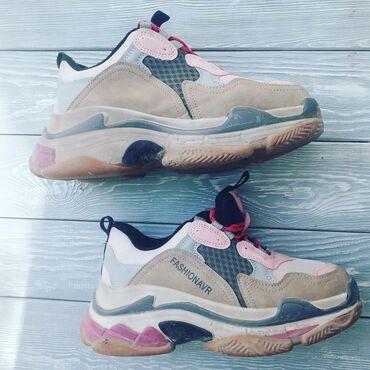 Личные вещи - Майлуу-Суу: Кроссовки и спортивная обувь