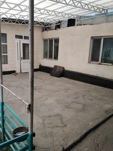 4гор больница бишкек в Кыргызстан: Продаю 2 дома на одном большом участке 11 соток, район ТЭЦ, рядом с