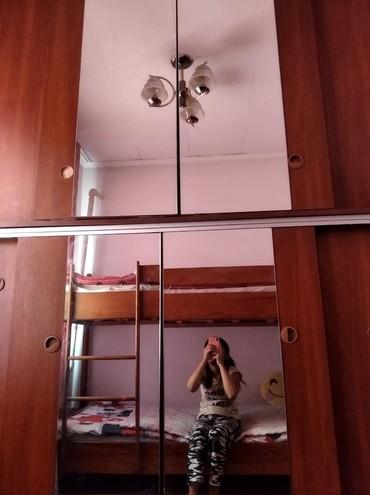 шкафы купе мебель в Кыргызстан: Продаётся б.у.мебель шкаф -купе с большим и зеркальными дверцами