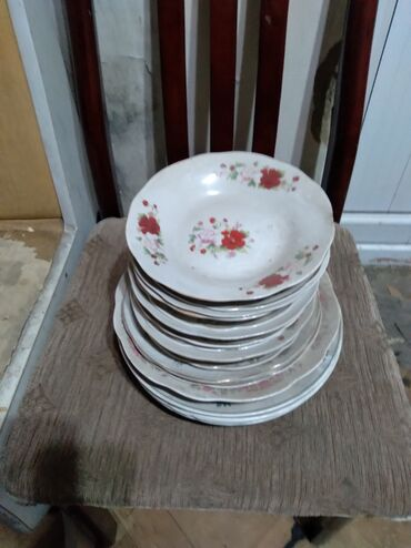 набор посуды мадонна цена в Кыргызстан: Продаю советскую посуду разную, цена от 50 сом и выше тел