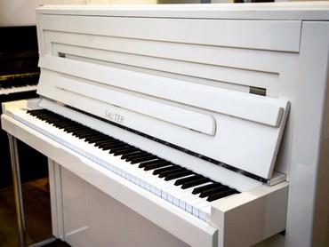 Bakı şəhərində Avropa istehsalı akustik piano.