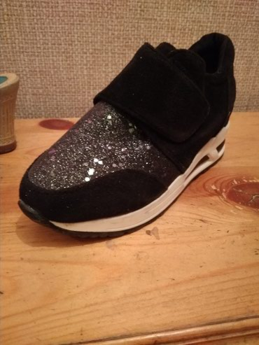 Обувь 36 37 37 позвоните мне  первая черная 450сом другие 350сомов  в Бишкек