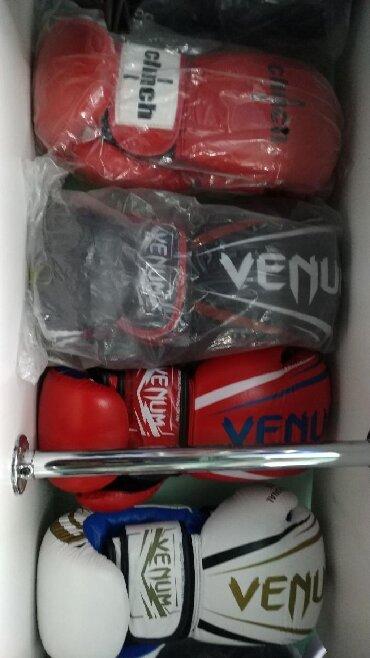 bojcovskie shorty venum в Кыргызстан: Боксерские профессиональные перчатки VENUM 100% кожа в спортивном