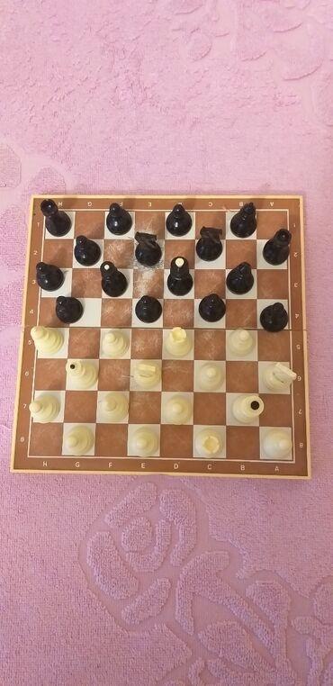 Шахматы - Азербайджан: Sahmat Sovet dovrunundur.Magnitledir.Seyahete cixanda goturmek olar