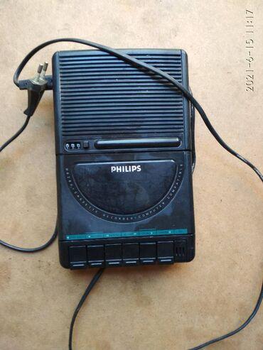Продаю кассетный магнитофон PHILIPS Германия.Требует чистки.Цена 300