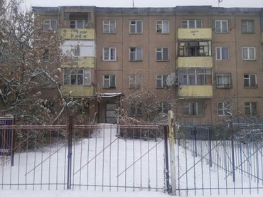 продаю помещение 1/4  в4 мкр 100м2  с отдельным на две стороны можно п в Бишкек