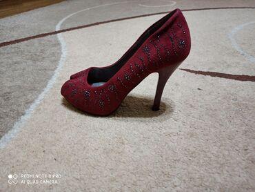 tufli kozhanye firmenye в Кыргызстан: Продаю 2 пары туфли 37размера,в хорошем состоянии одевала пару раз