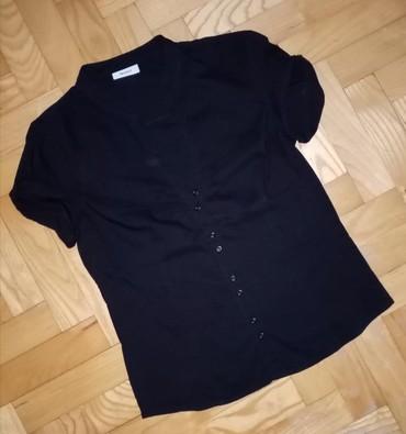 Crna košuljica lepo prati liniju tela ima malo likre, S veličina   - Beograd
