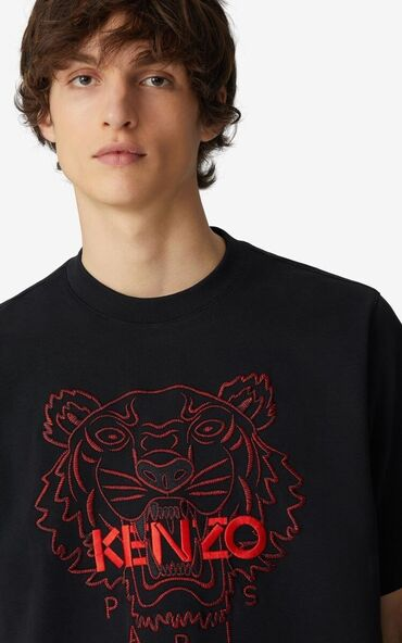 Плотная футболка  Unisex Размер L маломерит Подходит на М